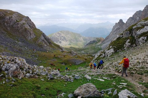independent walking holiday ecrins alps France